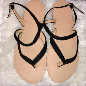 Super cute black sandals that goes with anything